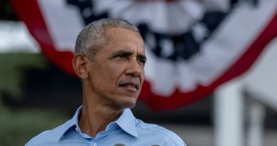 Obama criticizes Trump's response to the pandemic at his second rally for Biden in Florida
