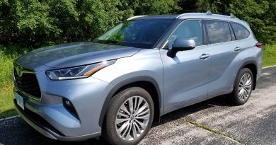 Toyota's Highlander Platinum Glides Effortlessly For Total Comfort