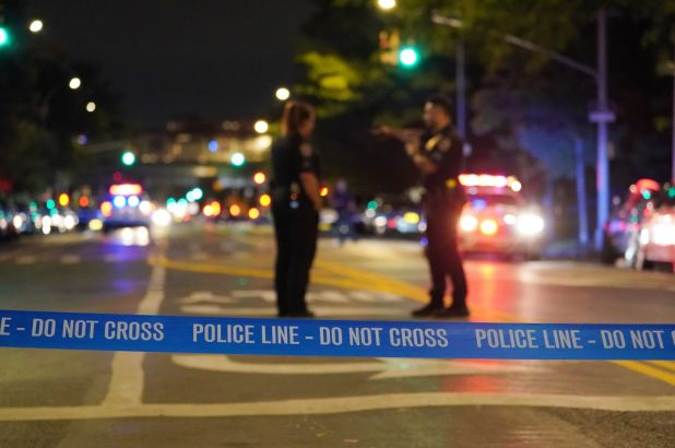 Night of terror in the streets of New York: one dead and four wounded stabbed