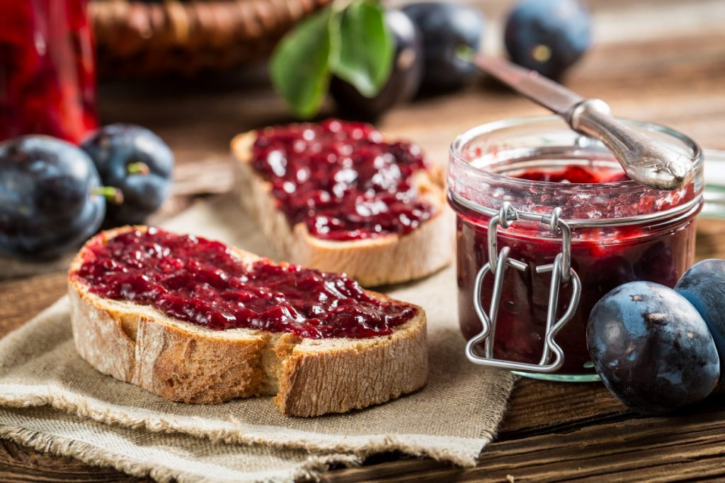 Fresh jam and toast as a great homemade gift.