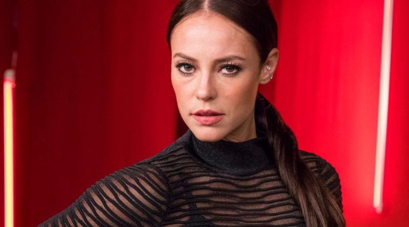 Without underwear, Paolla Oliveira, the actress of Univision's 'Dulce Ambición', reveals her rear naked